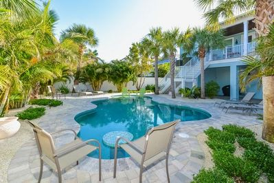 Bodacious Oasis pool area with gas grill.