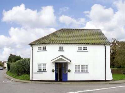 Photo for CORNER COTTAGE, pet friendly in Wangford, Ref 1936