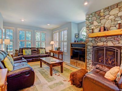 Photo for FREE SkyCard Activities - Walk to Town/Gondola, Private Hot Tub, Gas Fireplace - Bear Pine Chalet