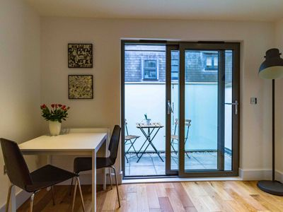 Photo for Ideal modern 2 bedroom flat in the city of London