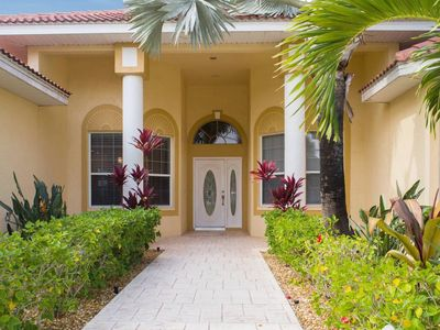 Photo for Exclusive Villa, Gulf access, Pool, 4 bed/3 bath , Pool Bar, Southern Exposure