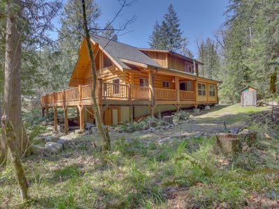 Photo for Woodland home with wraparound deck - near golf & ski slopes!