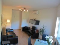 Modern, surprisingly spacious apartment, only a short walk from Girona centre