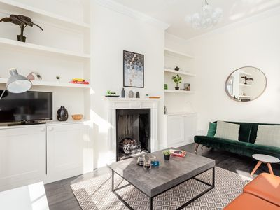 Photo for Glamorous Hammersmith Apartment - HAO