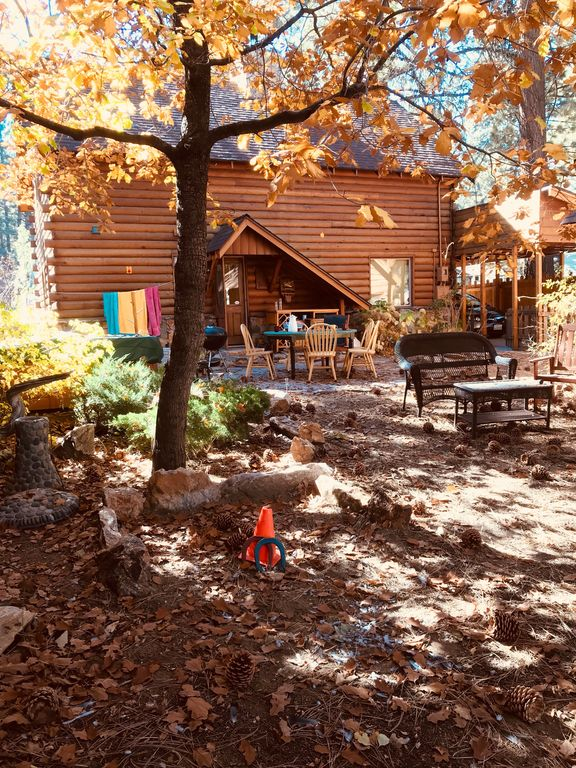 Quaint cabin with private spa walk to snow summit for Cabins near snow summit