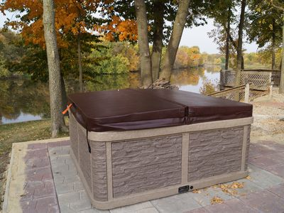 Cedar Bend Cabin with 6 person hot tub!!
