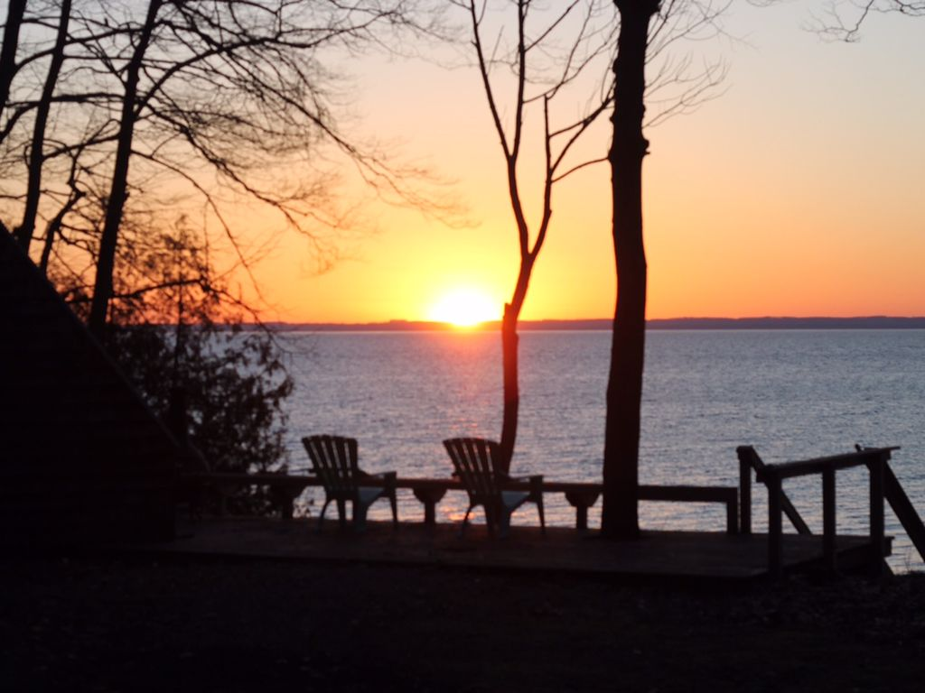 Grand traverse bay waterfront retreat homeaway northport for Waterfront retreat