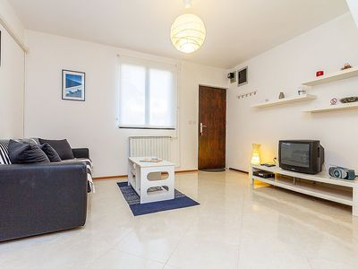 Photo for Apartment 652 m from the center of Pula with Parking, Internet, Washing machine, Air conditioning (30617)