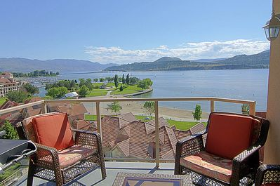 Stunning Lakeview Downtown 3bed Condo Sunset Waterfront Resort Kelowna