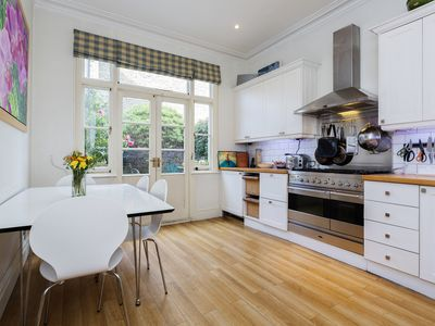Photo for Stylish property sleeping 6, located close to the tube, Wandsworth (Veeve)