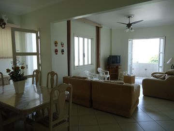 Great Apt three bedrooms, two suites, terrace facing the sea. Panoramic View