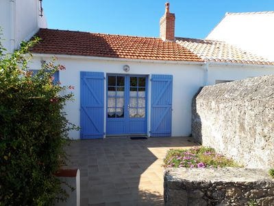 Photo for Typical house in Noirmoutier terrace and parking, beach at 40 meters
