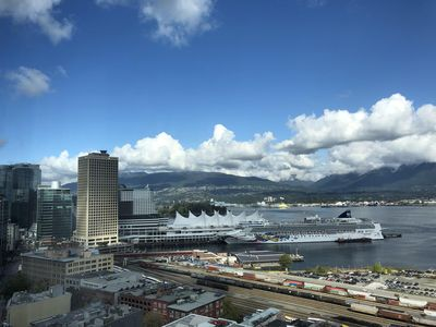Day view Cruise Ship Terminal: 700m Vancouver Convention Center: 950m