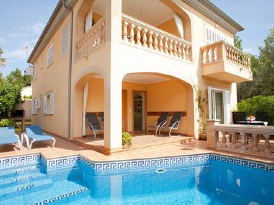 Photo for Posidonia - Luxurious villa with pool near the beach 050