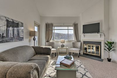 The spacious interior boasts nearly 1,000 square feet for 6 guests.