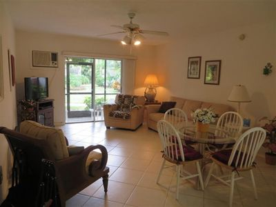 Photo for Relax and enjoy your vacation in this lovely one bed room condo rental.