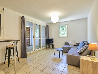 Photo for Cozy 2 bedroom apartment near beaches and center