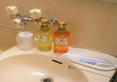 Washbasin & amenities