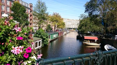Comfortable warm family-houseboat near Centre/Jordaan with sunny terrace
