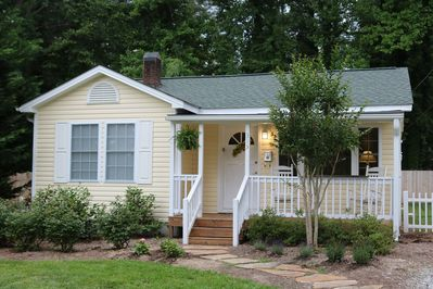 Charming cottage located close to downtown Hendersonville!