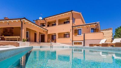 Photo for This beautiful villa for 14 people offers total privacy, near Pula