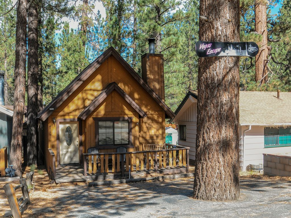 Quaint cabin in convenient location 1 mi from bear for Snow summit cabin