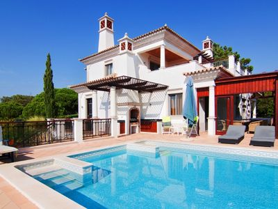 Photo for Luxury 5 Bedroom Villa with Pool located close to Quinta shopping A357