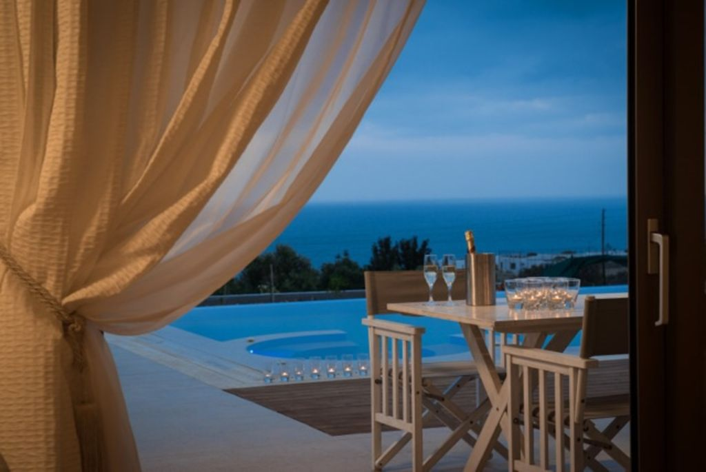 IRIDA VILLA, Luxury With Private Heated Pool, Incredible View, Next to the sea