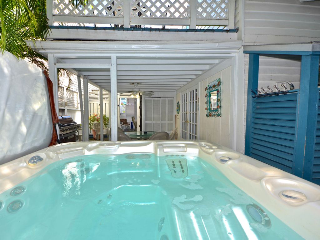 Dog Friendly Colorful Cottages W Shared Pool Hot Tub In A Fabulous Location Key West