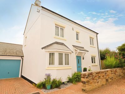 Photo for Contemporary holiday home, central St Merryn