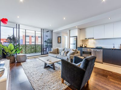 Photo for Stylish 2-bed 2 bath with free parking+pool+gym+wifi