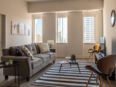 Photo for Desirable Kansas City Apartment with City Views