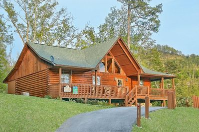 """Buckhead"" Pet Friendly Pigeon Forge Cabin Rental! - This luxury cabin rental has everything your family or group of friends could ever ask for in a Smoky Mountain Resort Cabin. If you will be visiting Dollywood on your trip, this cabin has easy access to the #1 attraction in Tennessee."