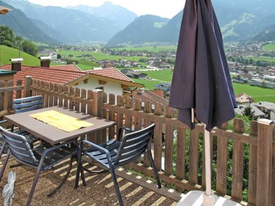 Photo for One bedroom Apartment, sleeps 5 in Hainzenberg with WiFi