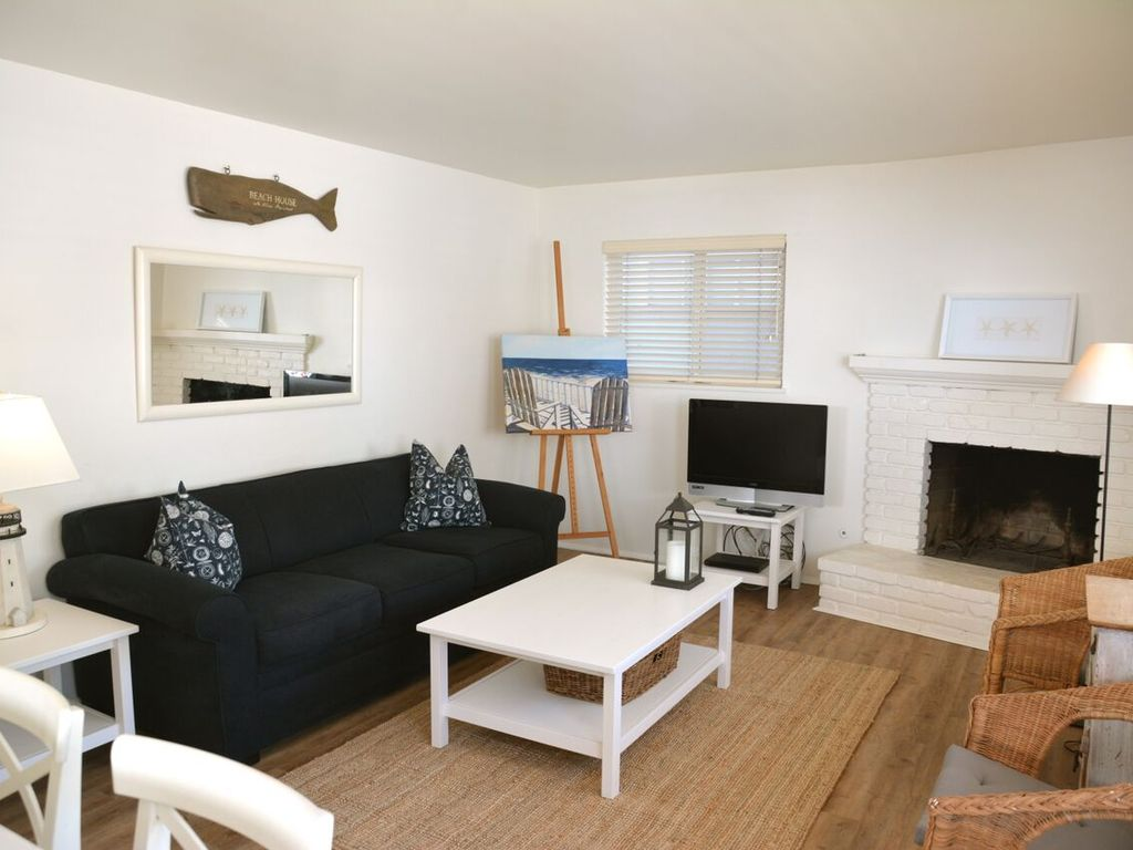 Remodeled 3 Bedroom Beach House 1 Bedroom Apartment Steps to the