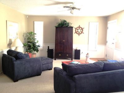 Florida Room w/LCD TV, Entertainment center and more!