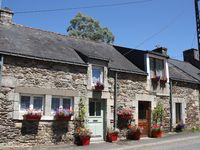 Lovely Cottage in picturesque village