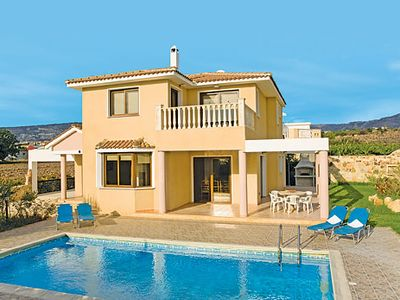 Photo for 4 bedroom villa close to Coral Bay, w/ pool, table tennis, pool table + Wi-Fi