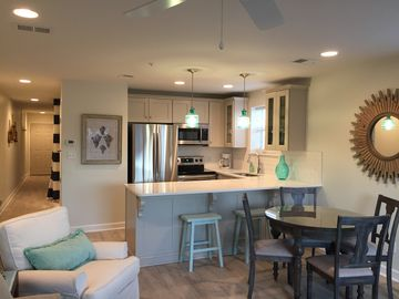 Beautiful, fully renovated, end unit! Openings in Oct., one of the best mths!