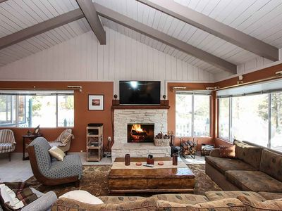 Sandoval Slopes: Near Bear Mountain! Pool Table! DirecTV! BBQ! Fireplace! Lots of Space!