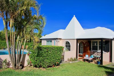 This adorable cottage is nestled on a tranquil cul-de-sac and is a short walk away from the pink sand of private White Sands Beach.