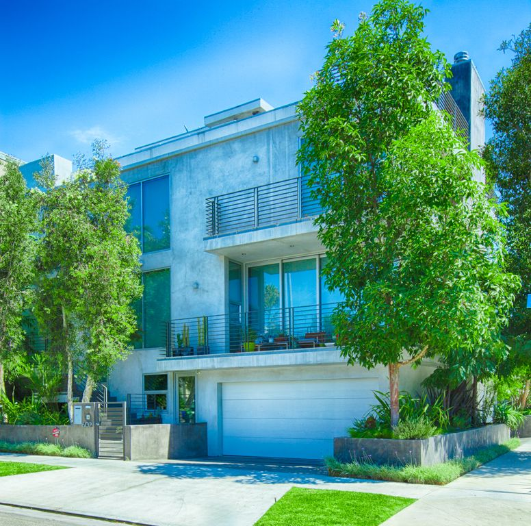 One br pet friendly modern luxury apt just blocks from for Pooch hotel west los angeles