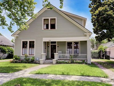Photo for Historic Heights bungalow, 3 BR 2.5 Bath. Near Med Center, Downtown, Museums