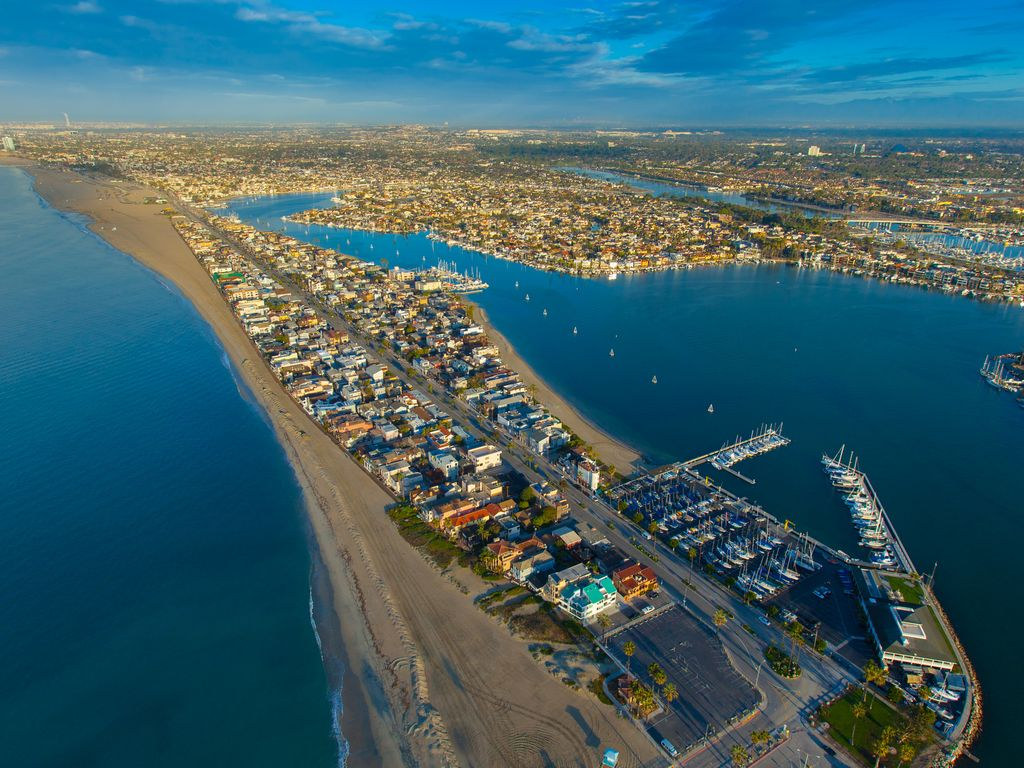 Tucked Between The Ocean And Bay Long Beach Peninsula Hideaway Apartment Alamitos Vrbo