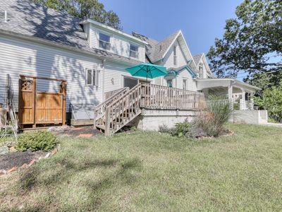 Photo for A deck, an enclosed yard - walking distance to the beach, ferry & town!