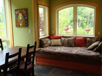window seat in kitchen dining area