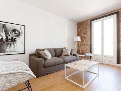 Photo for COMFORTABLE AND BRIGHT APARTMENT A FEW STEPS FROM THE SAGRADA FAMILIA FOR 4