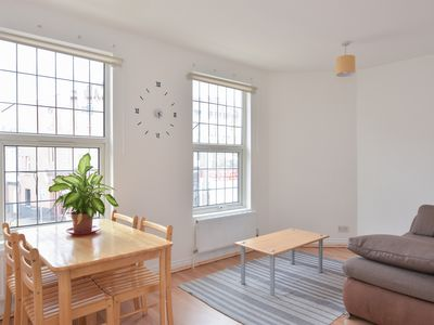 Photo for EAST LONDON TREAT, a modern accommodation with fast Wi-Fi and On-Demand TV.