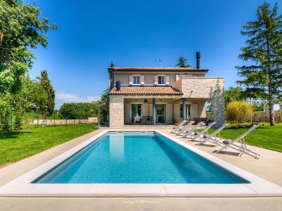 Photo for Elegant country villa near medieval hilltop towns