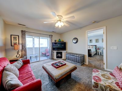 ** Love the Reviews ** - Unit 3317 at 3300 Sanibel Cir, Sleeps 6, 1 mile to Beach, Community Pool, Comfty, Comfty, Comfty ** Includes Sheets & Towels **
